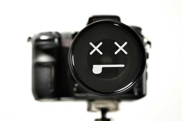 Travel Drama – 3 Pronged Camera Death